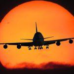 Biało-czerwony samolot LOTu